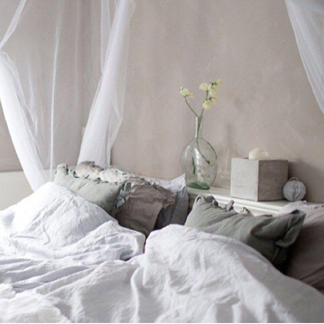 Sier god natt med dette bildet fra soverommet, som er tatt av @irenelunde da hun og @1001room var på besøk for å lage reportasje fra hjemmet vårt✨ Sweet dreams ✨