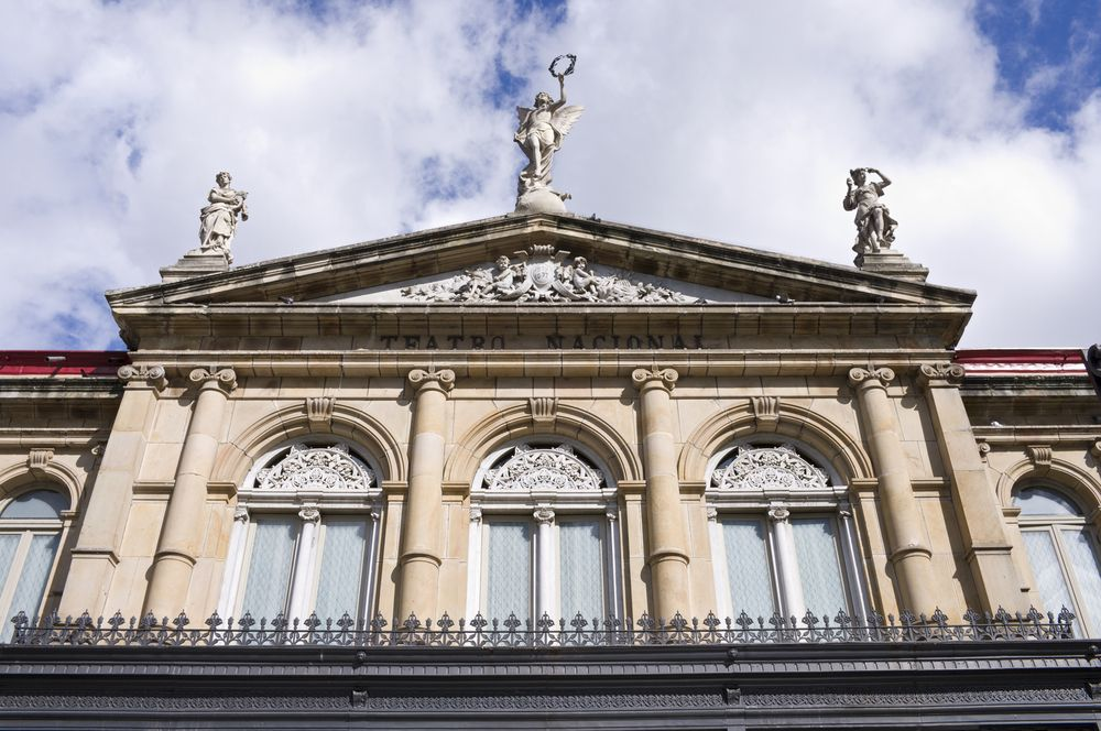 El Teatro Nacional de Costa Rica es el principal teatro de #CostaRica. Se encuentra ubicado al costado este de la plaza Juan Mora Fernández. La construcción del teatro se dio hacia finales del siglo XIX. #OjalaEstuvierasAqui #BestDay