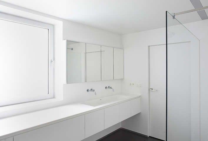Corian Badkamer Wanden : Pin by arcoon interior projects on badkamer d.c. arcoon