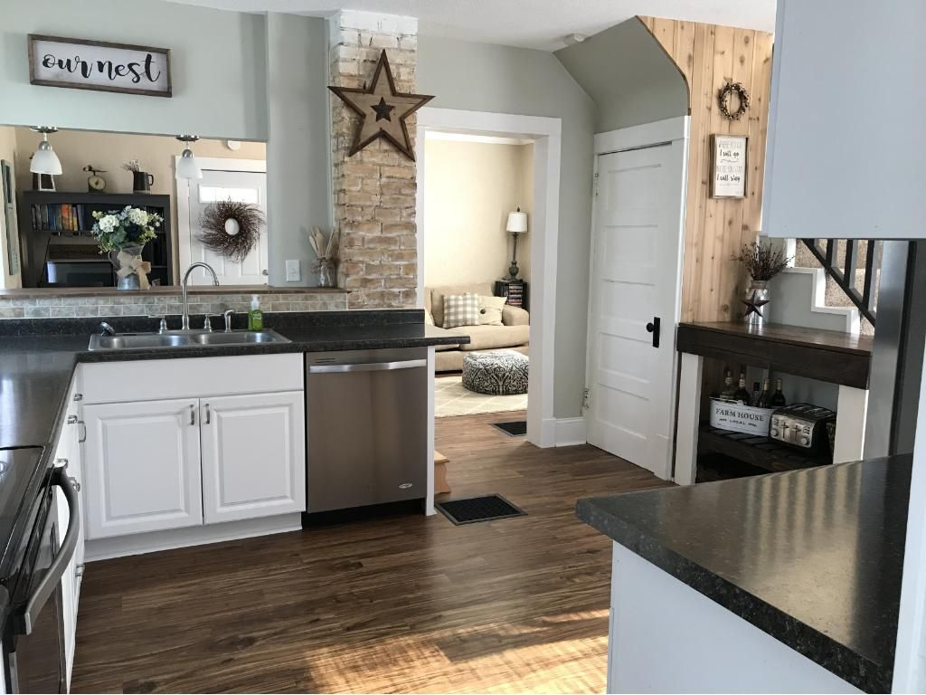 Look at this modern kitchen, fits perfectly to the home