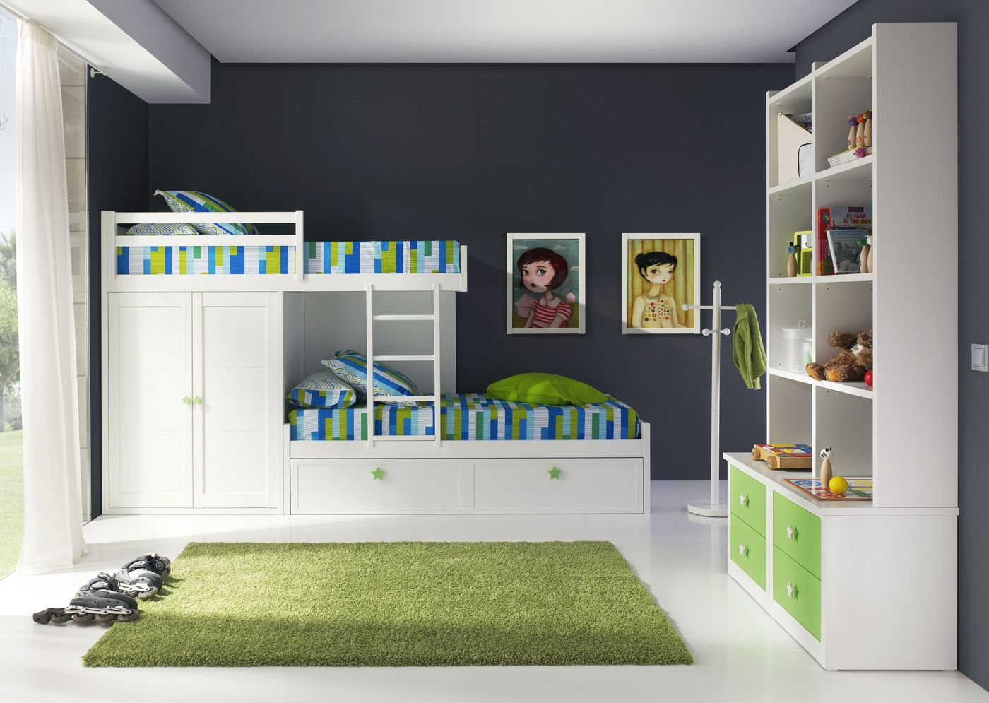 Dormitorio infantil con 3 camas litera tipo tren m s info en muebles for Habitaciones juveniles 3 camas