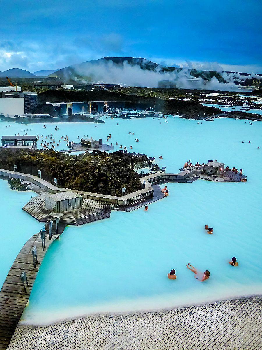 Bucket List - Visit The Blue Lagoon in Iceland Aanrader ! Dinsdagochtend veel rustiger dan de zondag, algenmasker is de max
