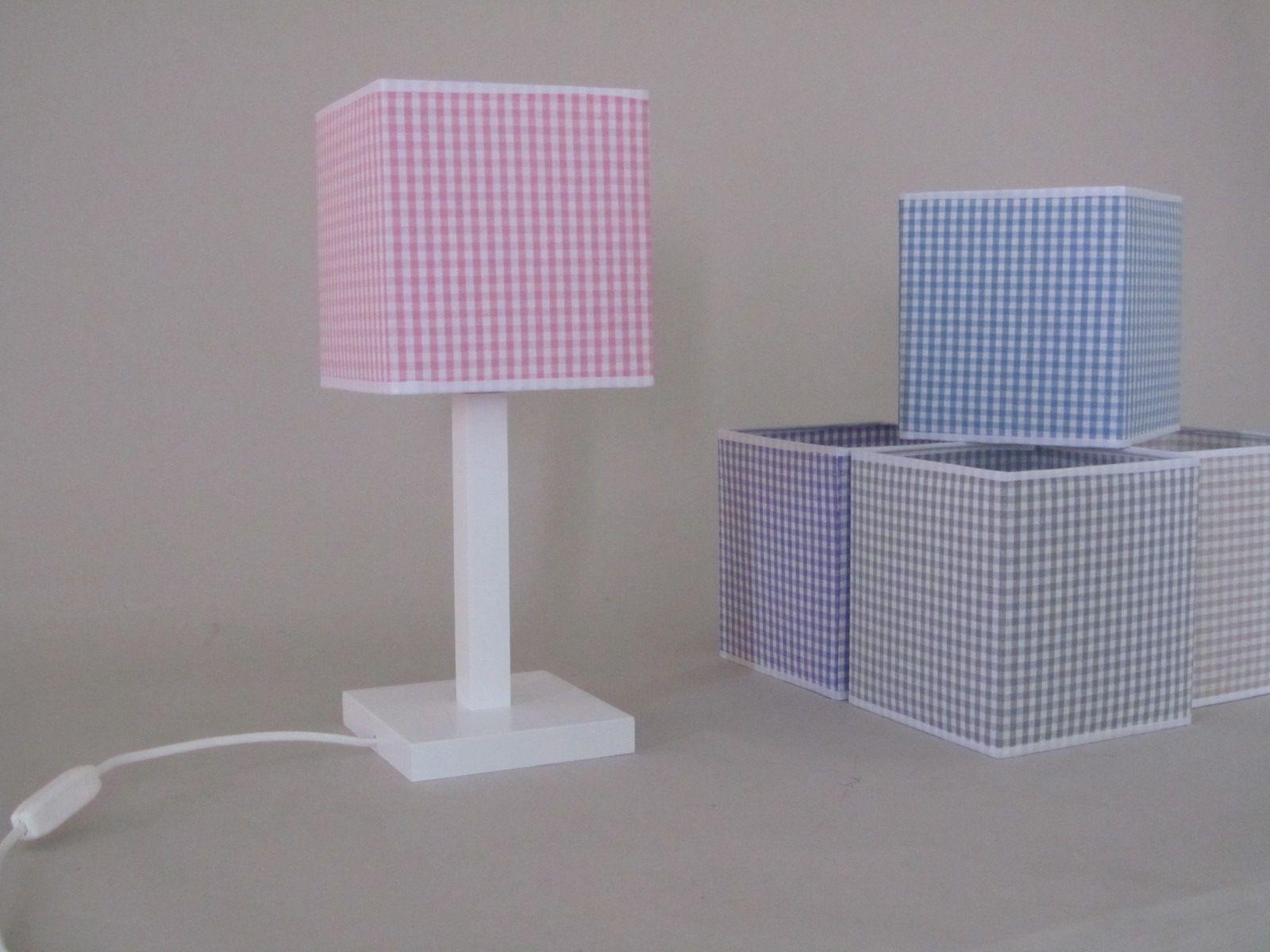 lampara infantil sobremesa de madera con la base cuadrada en color blanco l cm