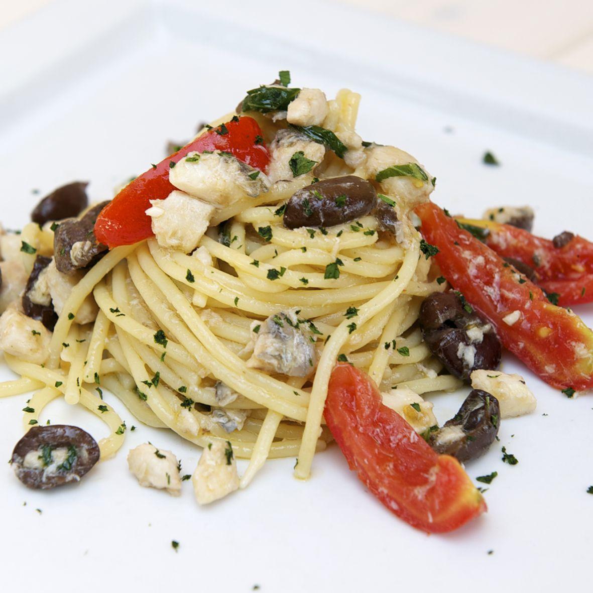 Spaghetti Con Pesce Sciabola E Olive Di Gaeta Ristorante La