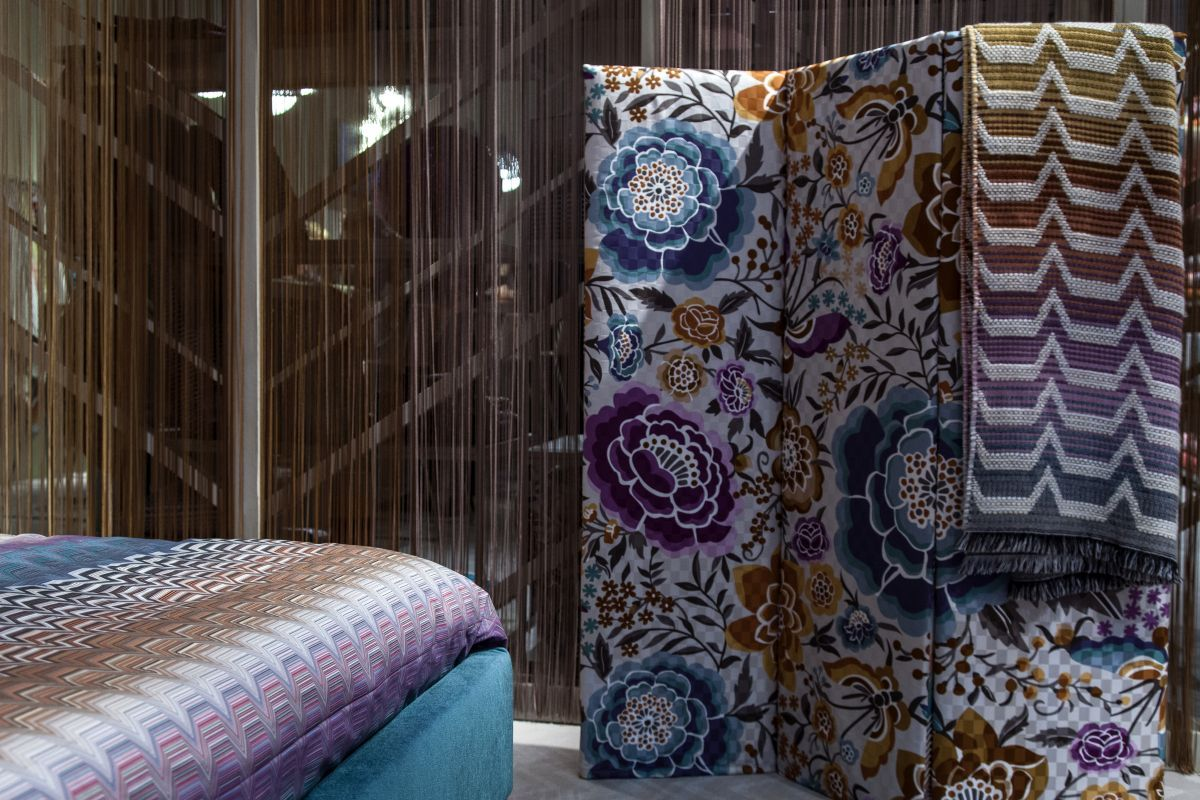 Room dividers that set boundaries in style folding walls and wall