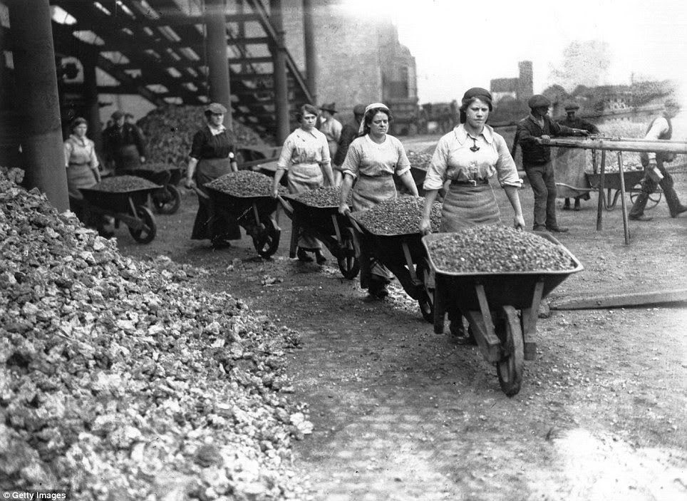 role of women during world war Home » the role of british women » women in world war two women in world war two during the blitz on london women in voluntary organisations did a very.