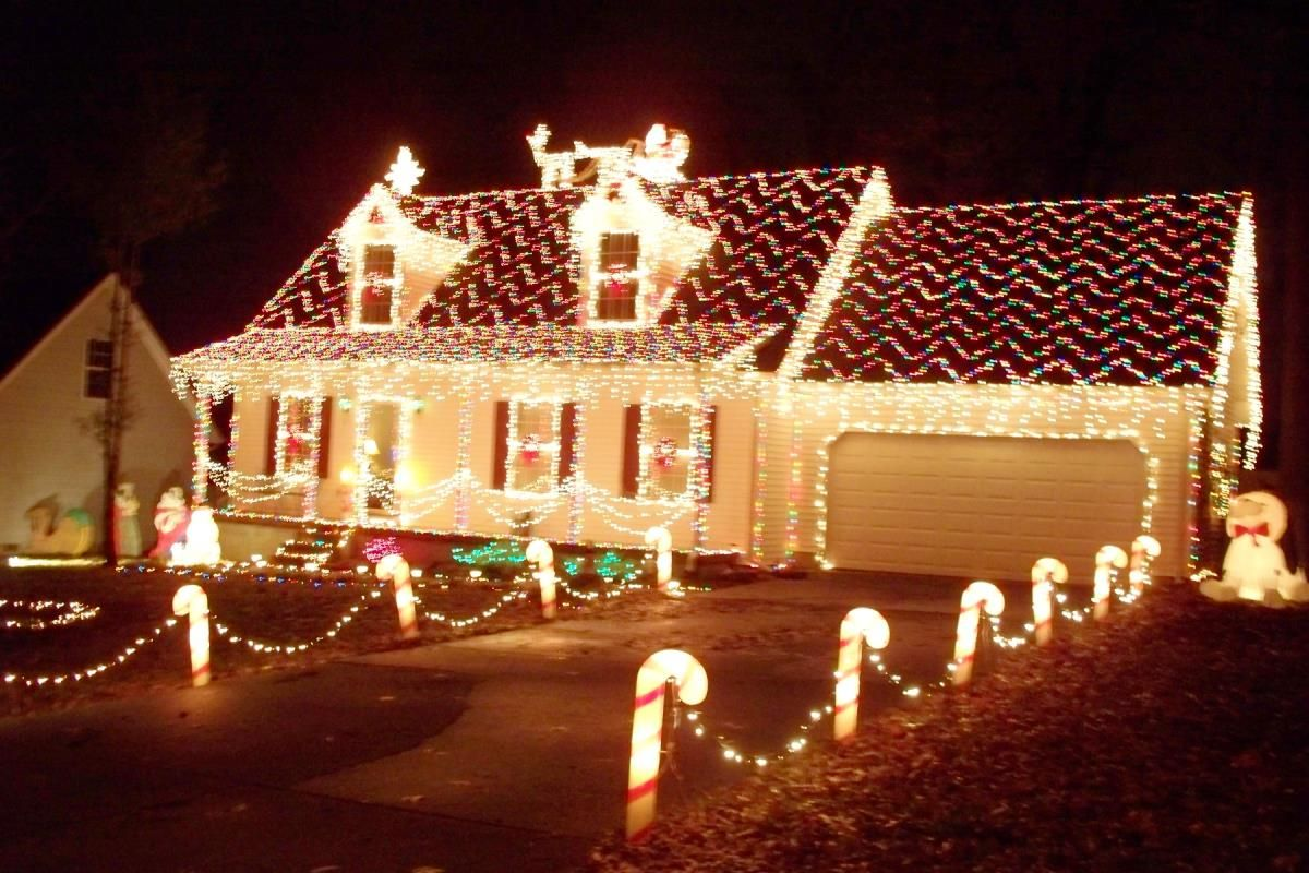 Outdoor christmas decorations - Best Beast And Biggest Outdoor Christmas Lights At House Ideas