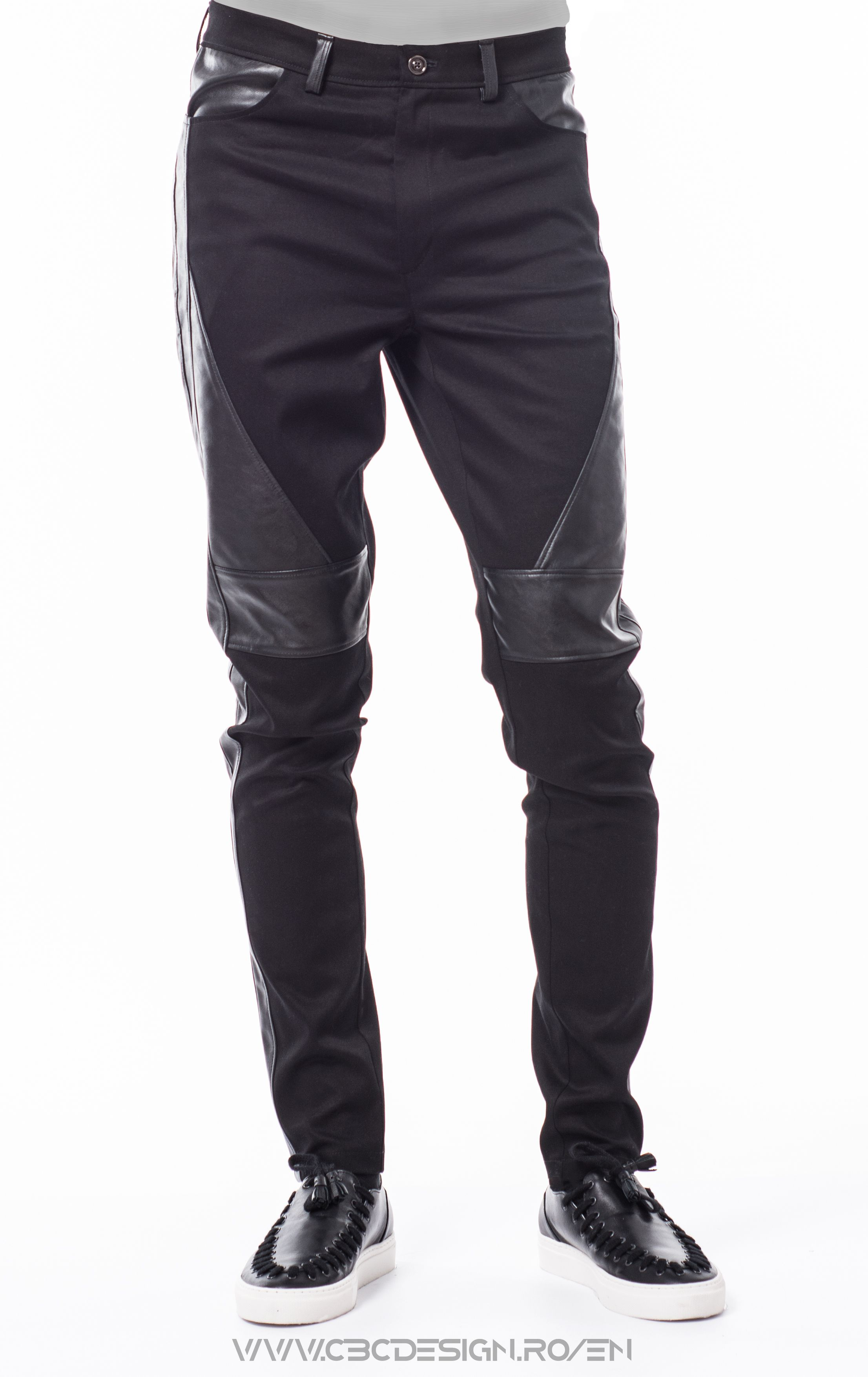 Long canvas fabric pants with eco leather insertions; front and back pockets, waistband with belt loops and button closure. Relaxed fit, slim leg, medium rise. The eco leather insertions are defined by the exposed stitching, together with the fabric they give off a biker-feel. They are a versatile item, suitable for casual events, worn with a warm pullover and boots. Or maybe with Vans and a bomber jacket for a sports vibe.