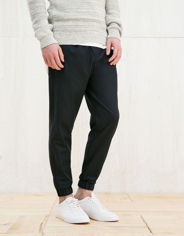 Pantalon tailleur type jogging. Découvrez cet article et beaucoup plus sur  Bershka, nouveaux produits chaque semaine.