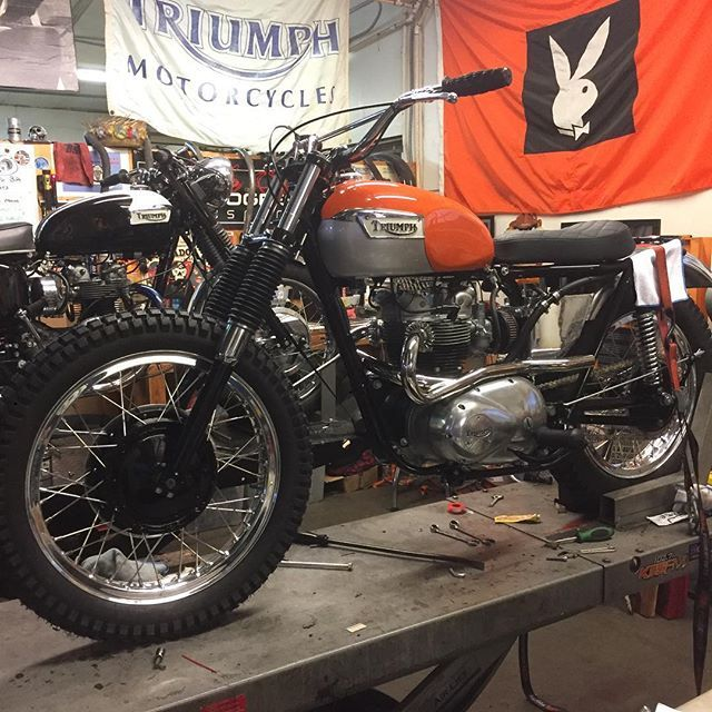 @ba_moto putting the final touches on their 1972 Triumph T100 for tomorrow's #deusbbo2016.