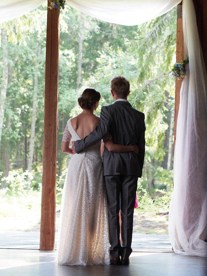 """The back of this dress. """"Kaksi karamellia lasketaan kai yhdeksi, jos ne ovat takertuneet toisiinsa"""""""