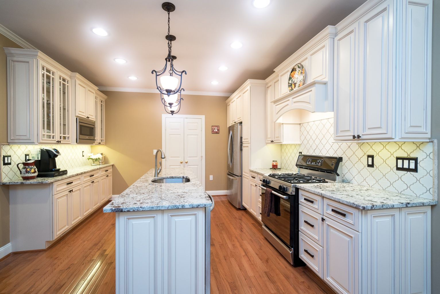 Best Charlene And Sarah Created A Welcoming And Bright Kitchen 400 x 300