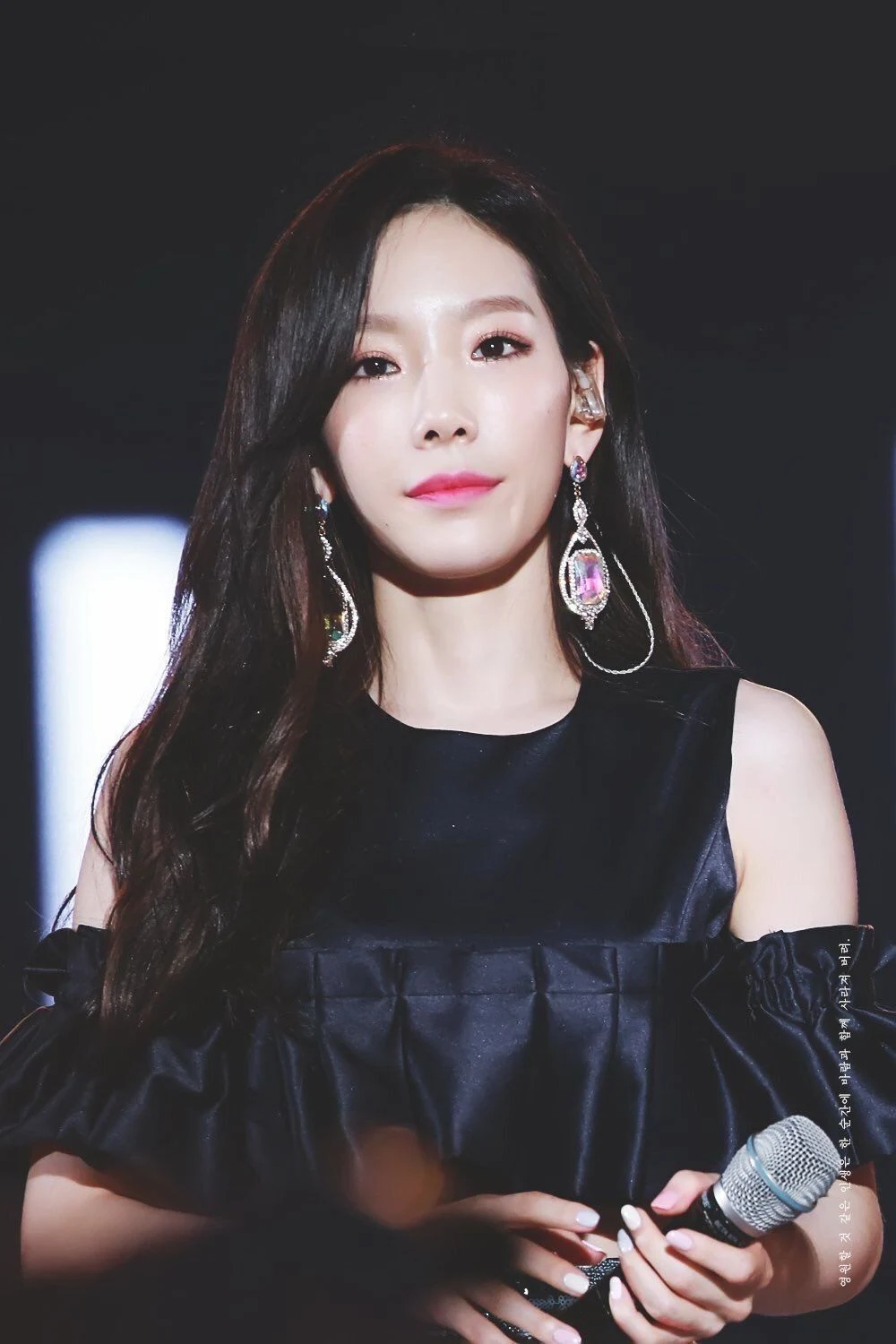9 Idols Who Are Known To Be Introverted When Around Strangers Koreaboo Taeyeon Fashion Girls Generation Taeyeon Taeyeon