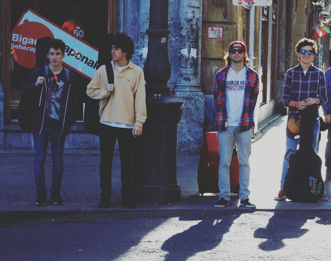 Venice es un grupo de amigos de Getxo que empezaron a tocar por diversión. Su estilo no está aún definido, pero tocan clásicos hasta el indie rock. El grupo lo componen Guillermo Barcala al teclado, bajo y coros; Nico Bontigui, a la guitarra y coros; Borja Gómez, a la batería y Guillermo Moreno, a la voz principal y guitarra.