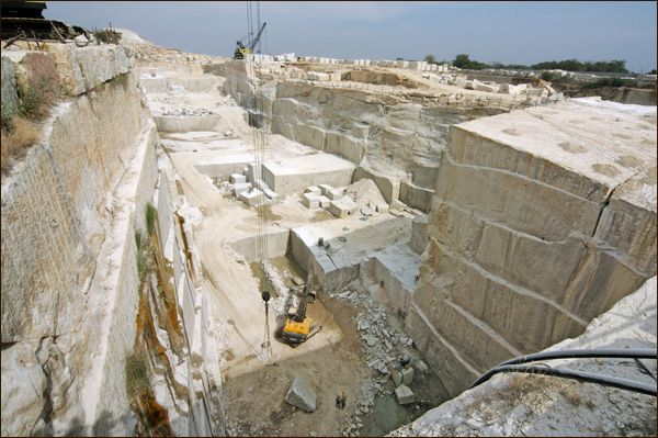 Granite Quarry Maheshward Rocks South India Granite