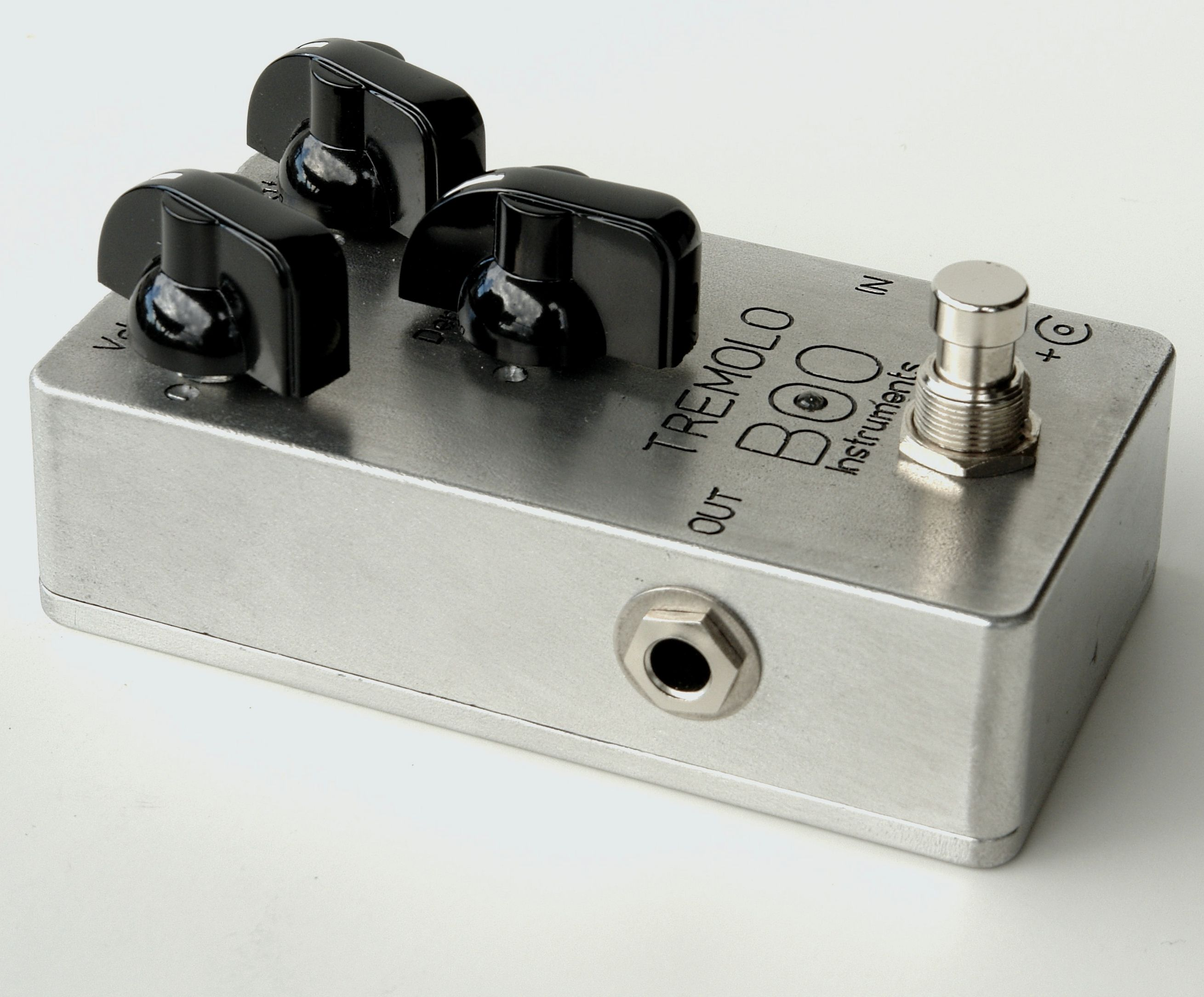Pro Guitar Tremolo Vibrato Pedal Stomp Effects Box