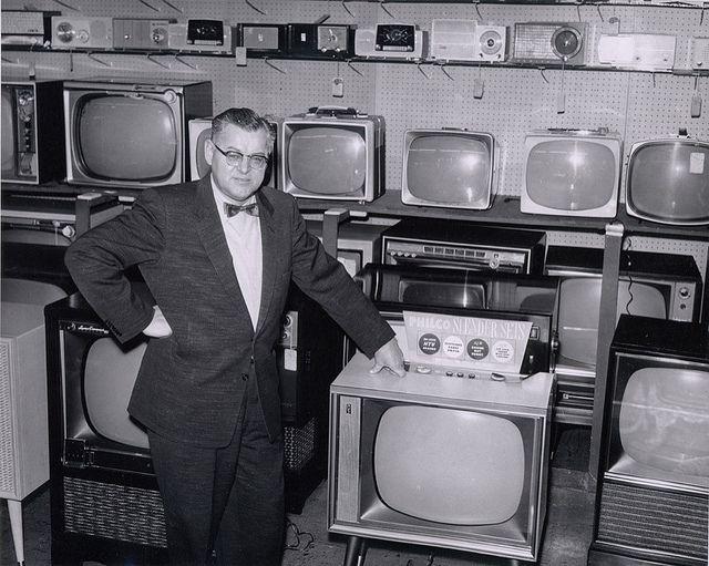 Unknown TV Shop | Vintage Industrial Design | Vintage tv, Vintage