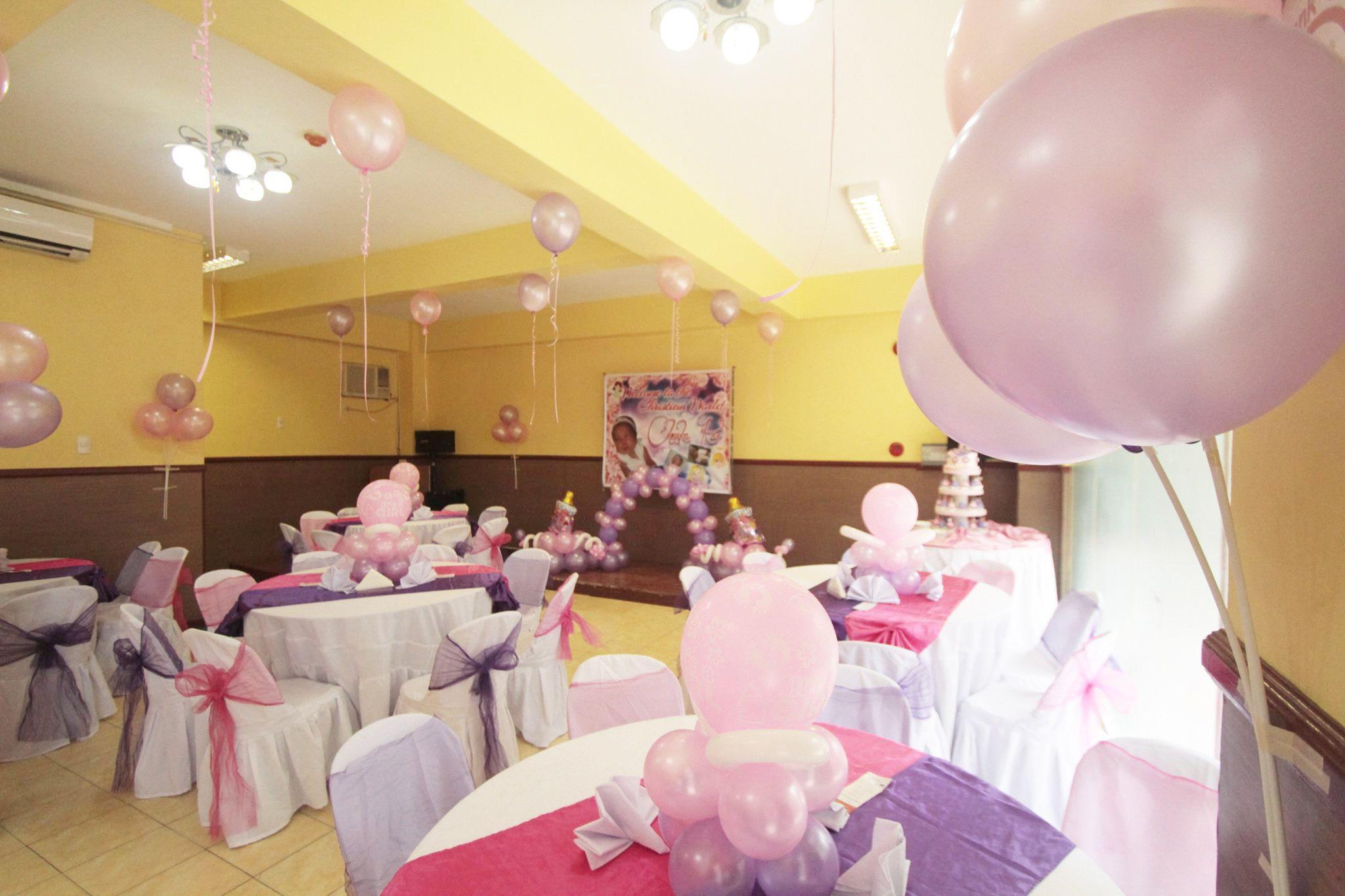 Christening celebration ideas hannah 39 s party place for Balloon decoration for christening party