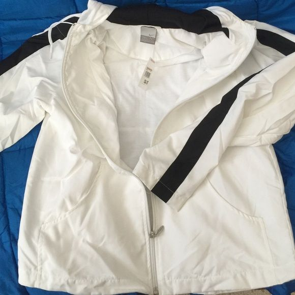 Nike Jacket Simple jacket to throw in post workout.  Have a matching bottom if interested.  Never been worn. Nike Jackets & Coats