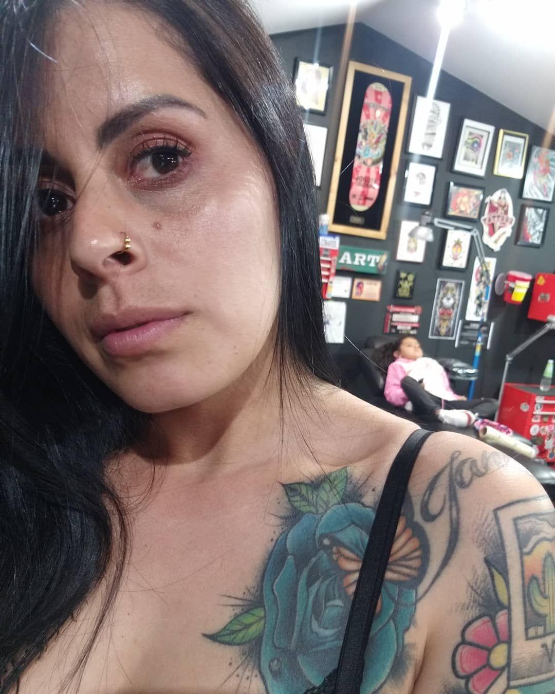 Hay una prolongación de mi corazón por ahí. 🍓🍓🍓🍓🍓🍓 #mom #live #love #neotradicionaltattoo #city #mommy #son #family #tattoo #tatuajes #tattooart #tattooartist #ink  #art #eye #freestyle #free #love #colombia #mexico #me #amor #bogota #neotradicionaltattoo  #inked #womenstyle #style