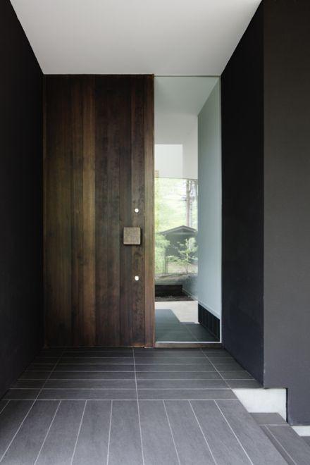 玄関 木製扉 Image 家の玄関 現代的な玄関ドア 近代的な外観