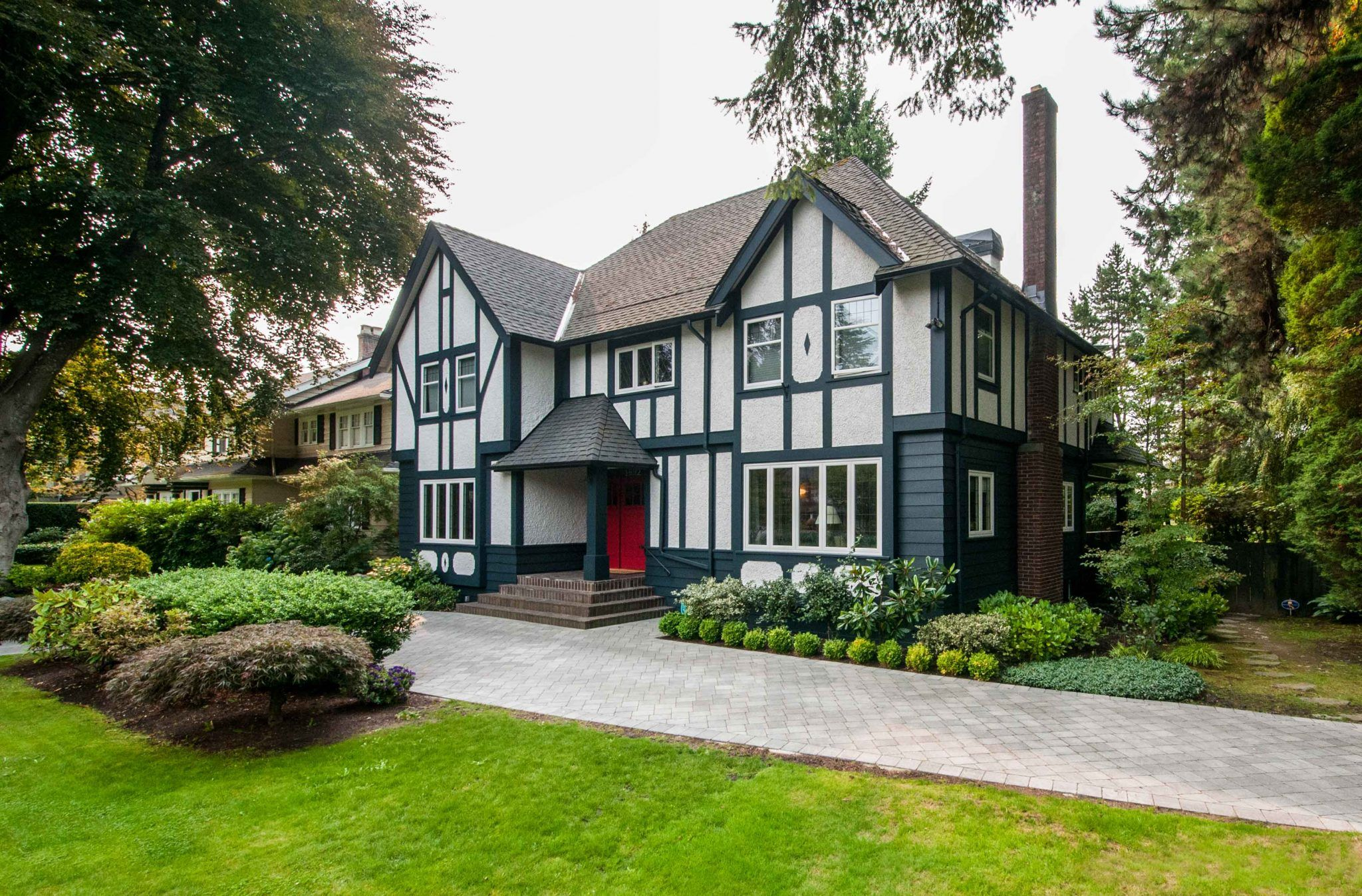 Are Any Specific Differences Needed When Painting A Tudor Home If You Aren T Aware There Absolutel Tudor House Exterior Tudor Style Homes English Tudor Homes