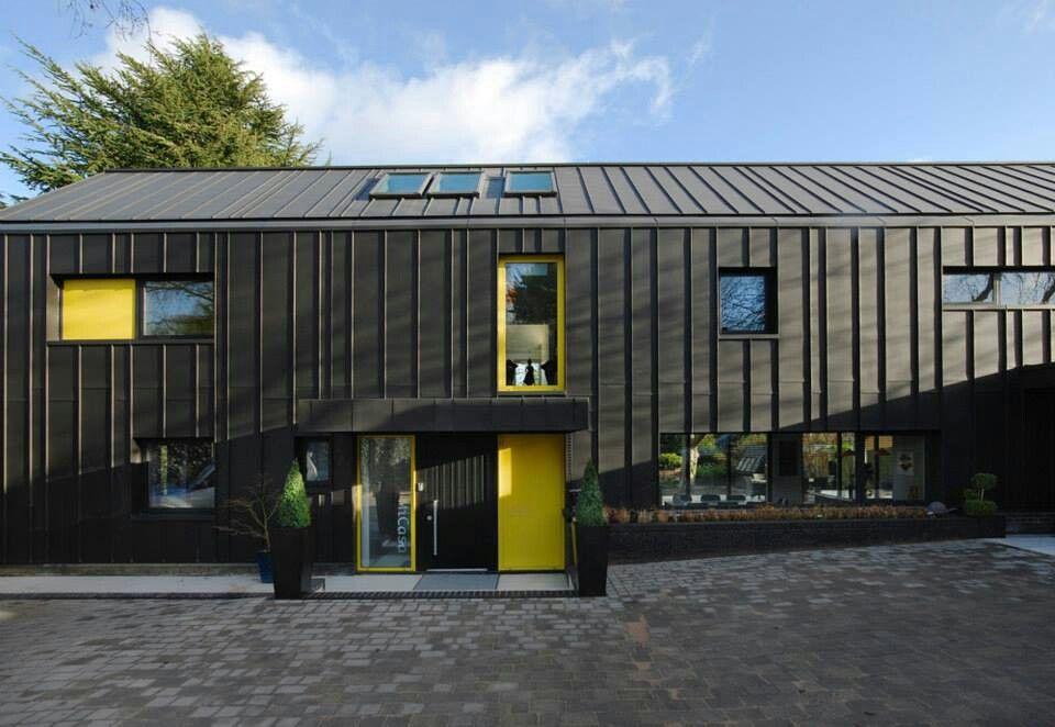 Maison contemporaine noir et jaune houses Pinterest Metal roof