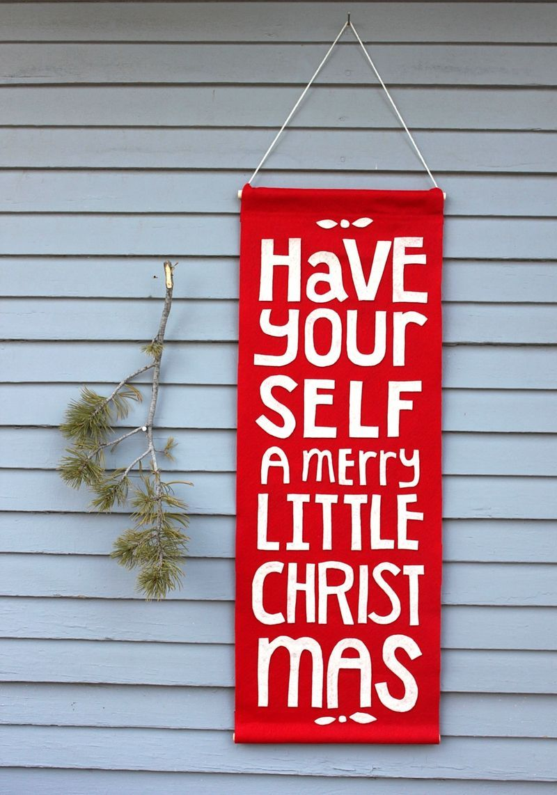 Diy felt christmas banner have yourself a merry little christmas diy felt christmas banner have yourself a merry little christmas solutioingenieria Images