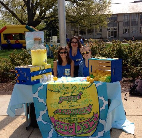 Tabling with lemonade is perfect on a hot day!