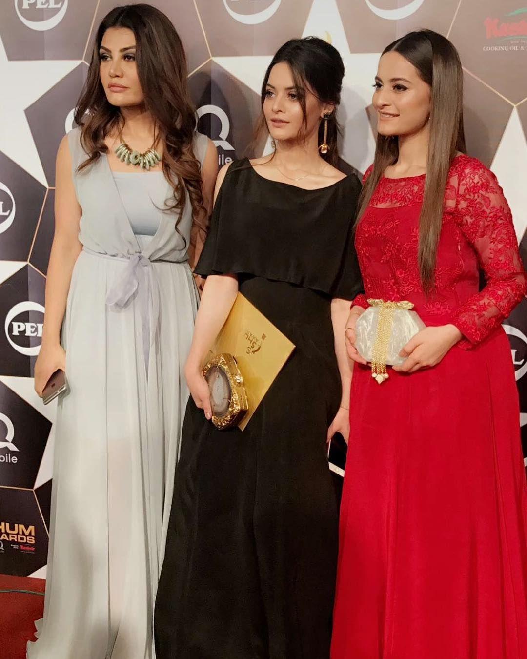 #Erumkhan #MinalKhan &  #AimanKhan Look Beautiful at the Red Carpet of #5thHumAwards #HappeningNow #ModernPakistaniElites ‼️