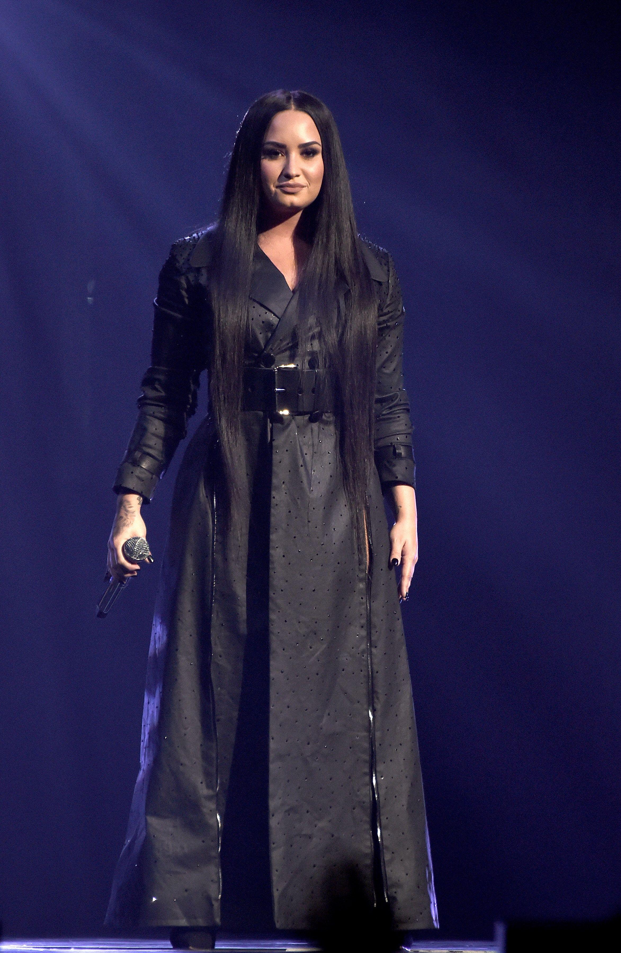 Pin Em Demi Lovato