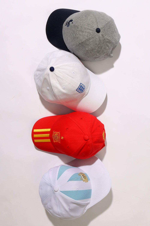 2af2c52bd1d Gorras de fútbol de equipos y selecciones. Todas disponibles en  futbolmaniakids.  gorras