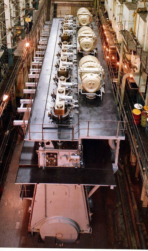 Aircraft Carrier Engine Room: Doxford J760 9 Cilinder Scheepsmotor Op Het Testbed Bij