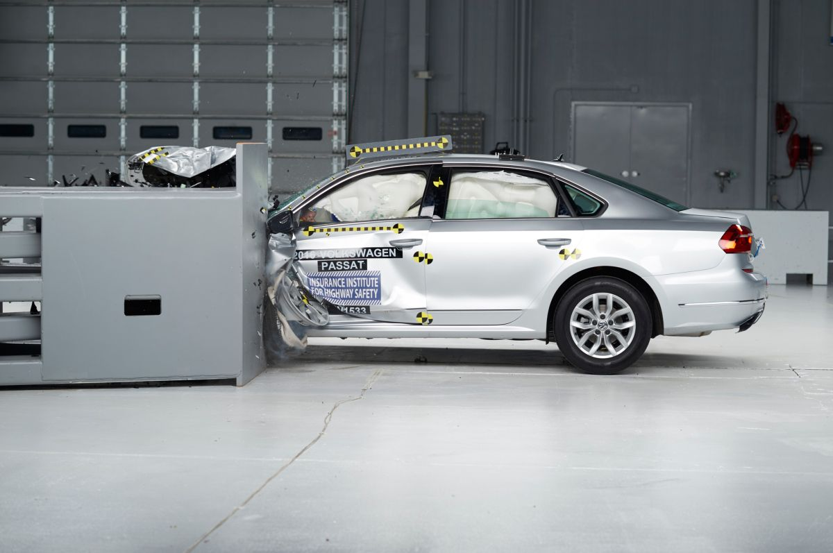Iihs Picks 2016 Vw Passat As Top Safety Pick Vw Passat
