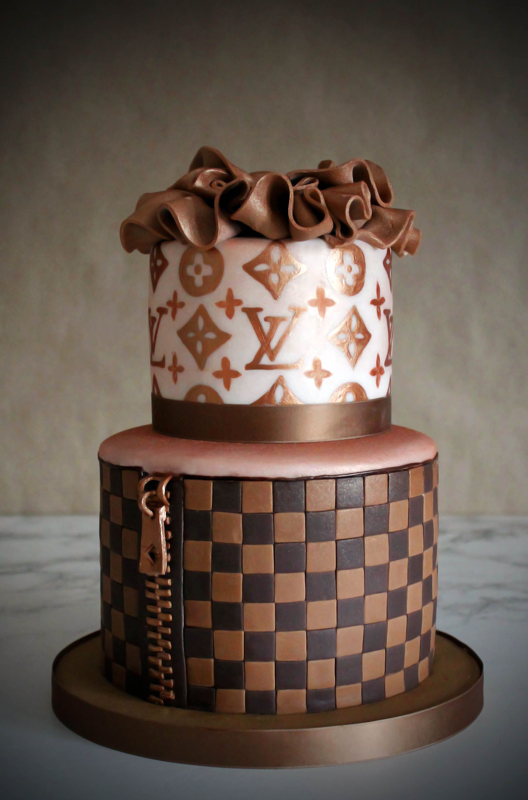 louis vuitton cake lv cakes pinterest torten kuchen und. Black Bedroom Furniture Sets. Home Design Ideas