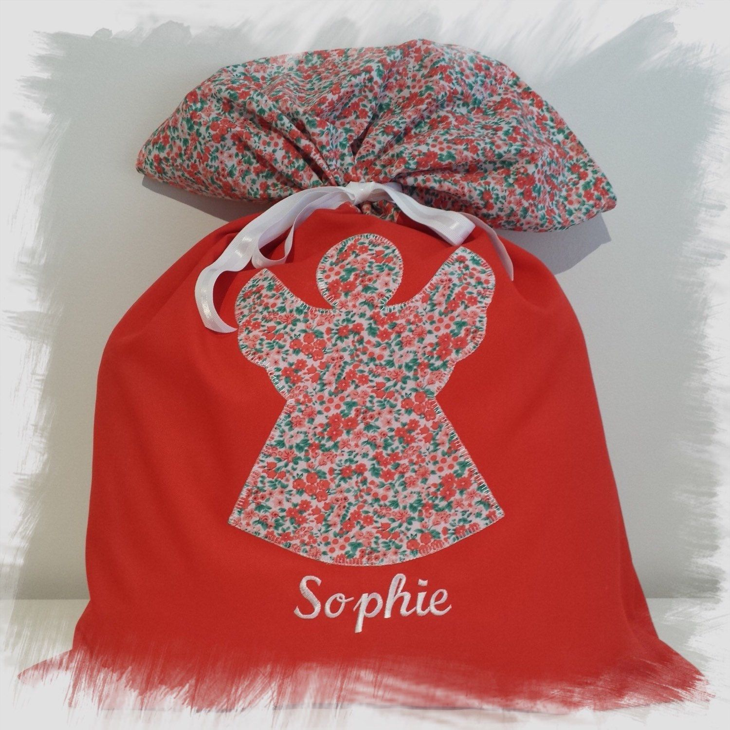 Santa Sack made by Shelley using using the Christmas Angel Naive Applique Design For Large Hoops. Shelly sells her Santa Sacks on her Facebook page 'Sweet Little Santa Sacks'. Thanks to Shelley for providing her artwork for me to digitise these designs.