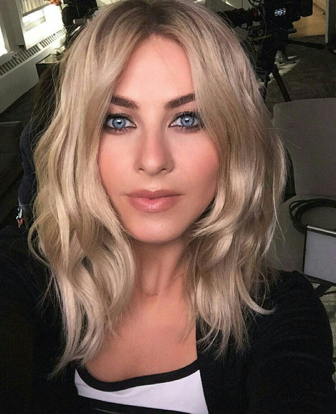 Julianne Hough Red Blonde Hair Shoulder Hair Blonde Hair With Red Tips