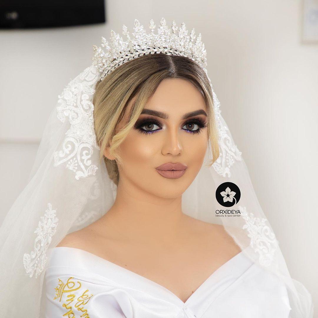 258 Likes 2 Comments Gelin Sac Makiyaj Wedding Orxideyabeauty Vip On Instagram Sac Duzumu Stilist Xeyale Orxideya M In 2021 Fashion Crown Jewelry Crown