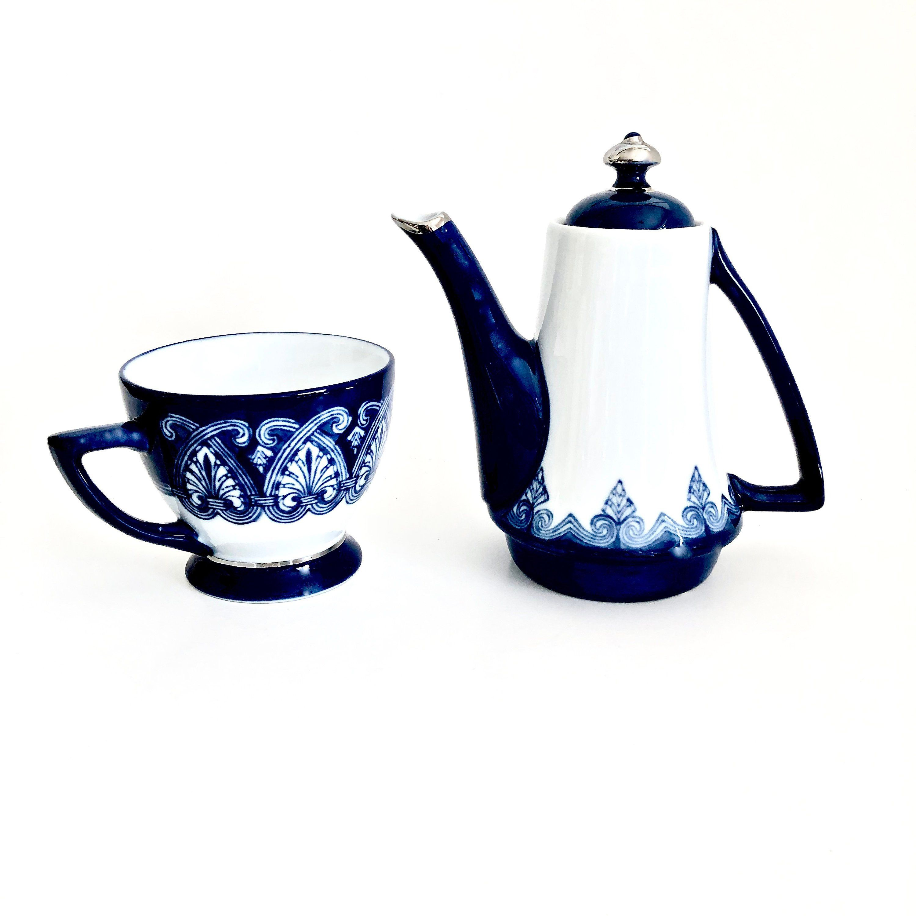 Blue And White Stackable Teapot With Locking Lid Cup 3 Pc