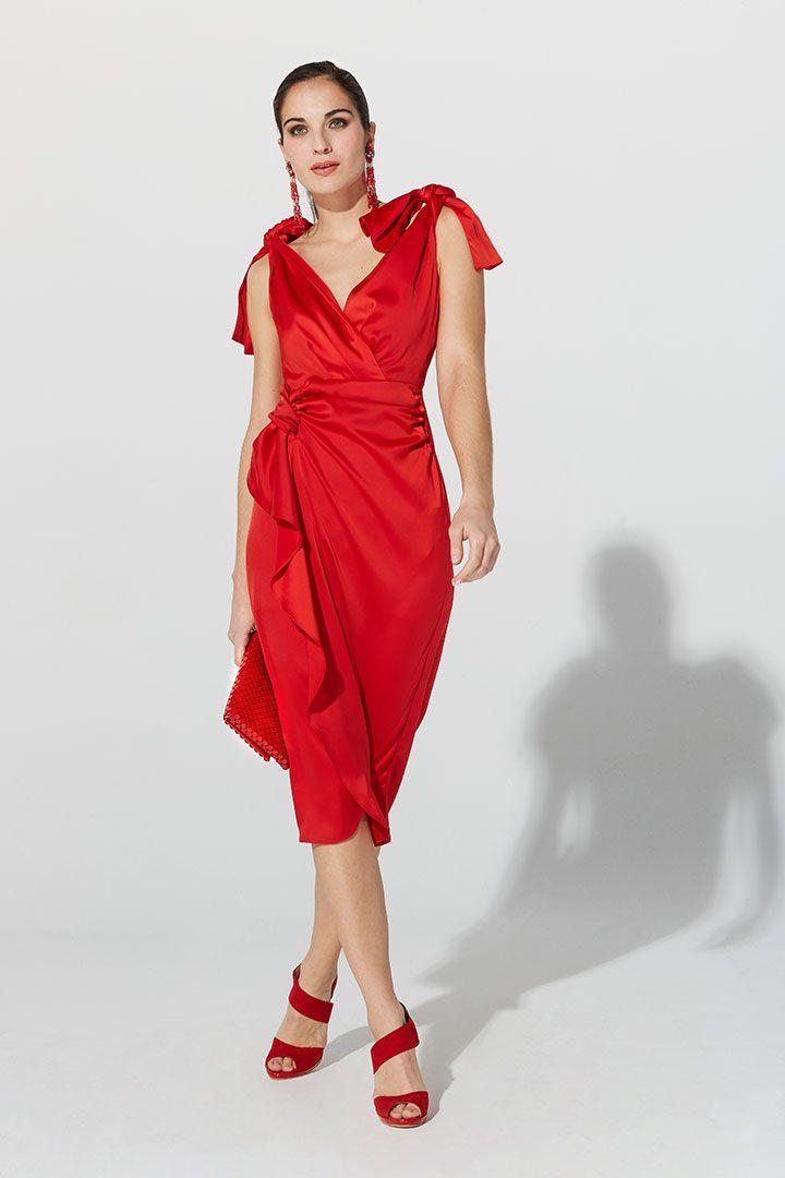 b09e8faf1 Vestido de la Colección Primavera Verano 2019 de TERIA YABAR en crepé rojo  satinado
