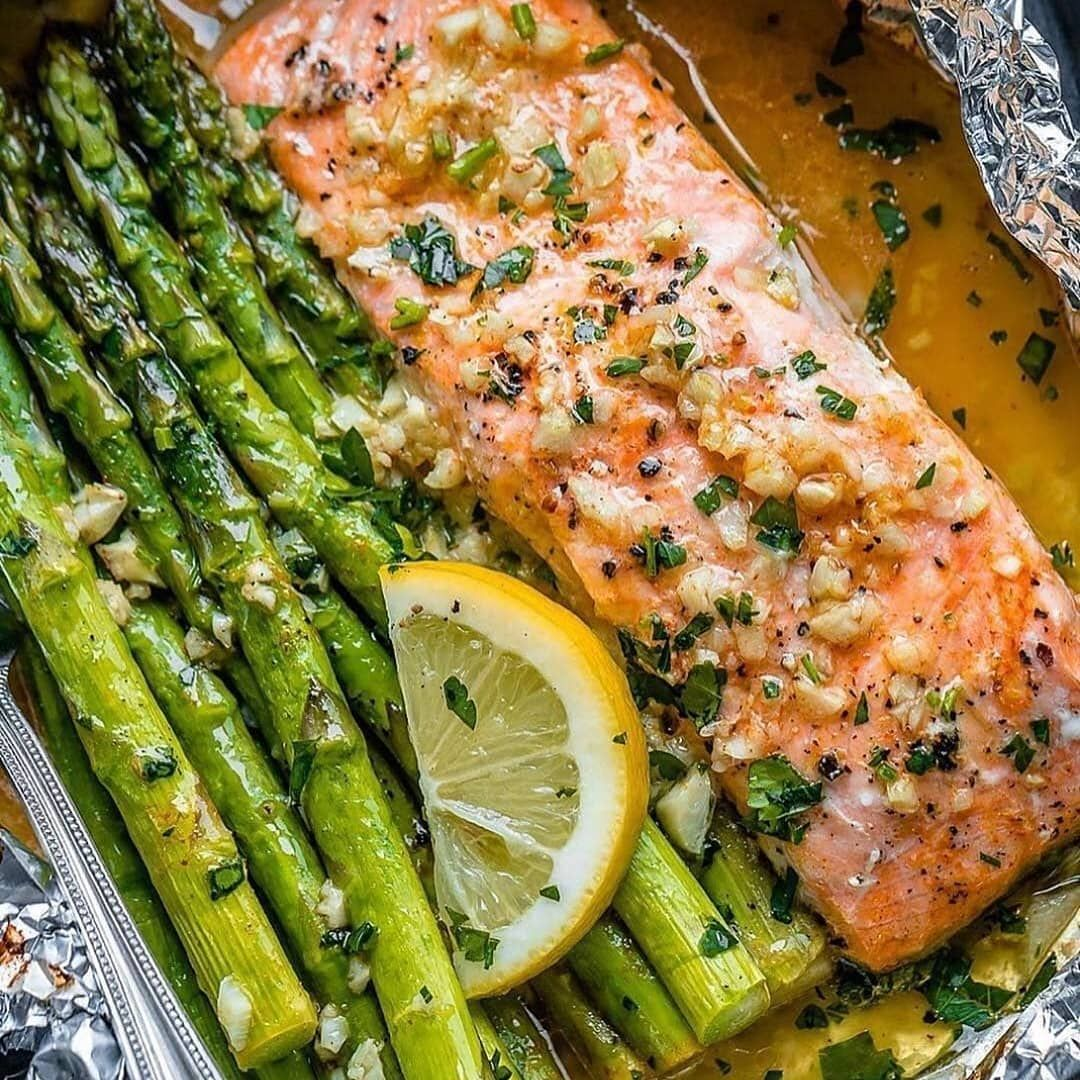 """Photo of Keto Recipes ❤ Keto Diet on Instagram: """"Baked Salmon and Asparagus in Foil with Lemon Garlic Butter Sauce . 💯 If you don't know how to start ketodiet properly or do you want to…"""""""