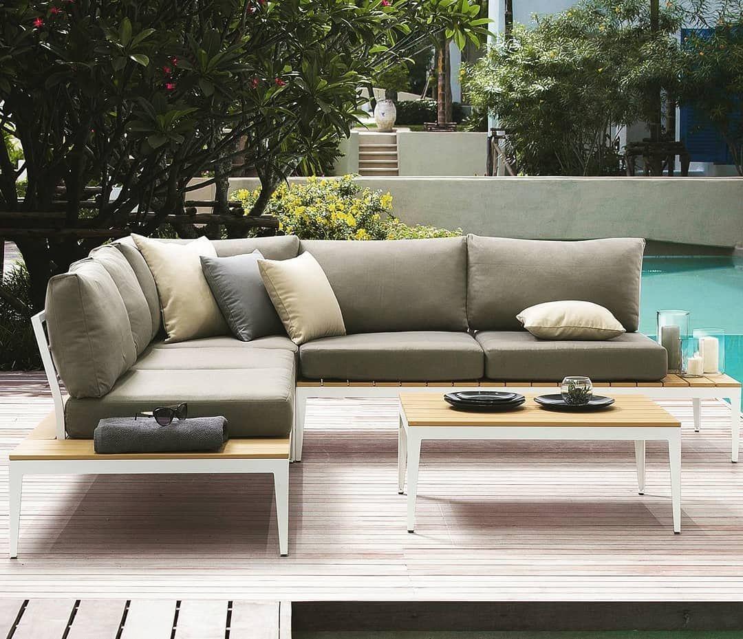 Helle Garten Lounge Mit Kissen Garten Lounge Lounge Lounge Garnitur