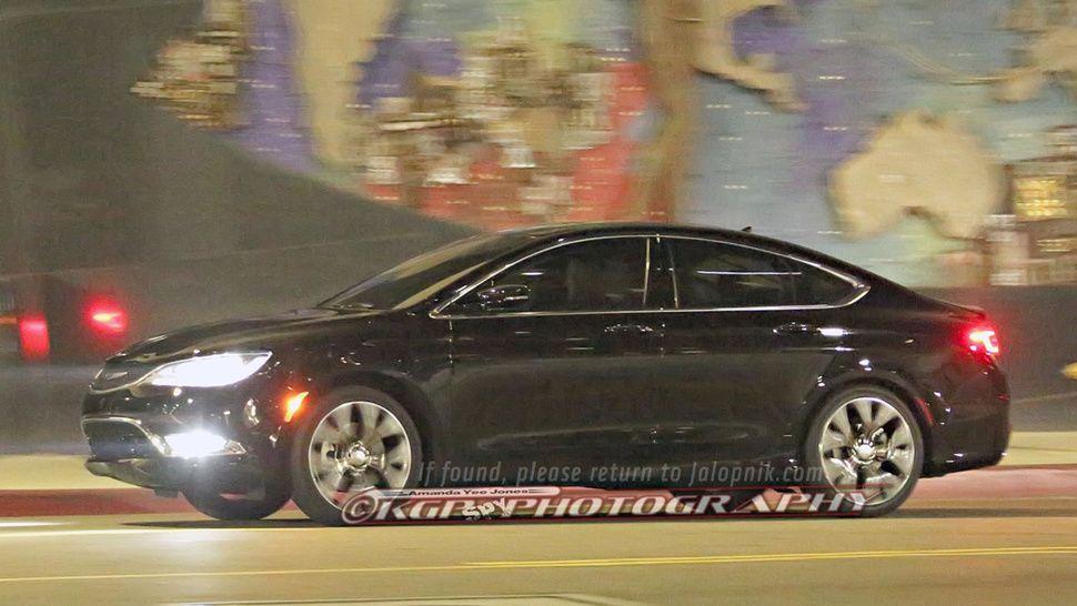 2015 Chrysler 200 spy shot