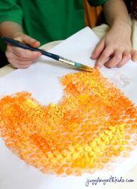 papel de burbujas y pintura