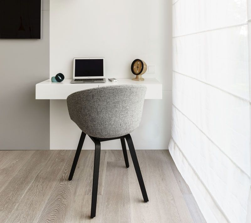 16 Wall Desk Ideas That Are Great For Small Spaces A Floating Wall Desk Next To The Window Maximizes The Amou Floating Wall Desk Wall Desk Wall Mounted Desk