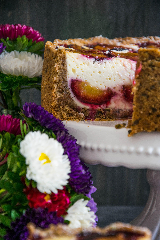 Rezept für Zwetschken-Topfenkuchen mit Nuss-Mürbteig: herrlicher Kuchen für den Herbst, klappt auch mit Marillen | Oats and Crumbs #plumcake #zwetschken #birthday cake #cake pops #carrot cake #chocolate cake #chocolate desserts #desserts #dulces #für #herrlicher #Kuchen #mit #NussMürbteig #oreo desserts #postres dulces #postres en vaso #postres faciles #postres gourmet #postres navidad #Rezept #ZwetschkenTopfenkuchen