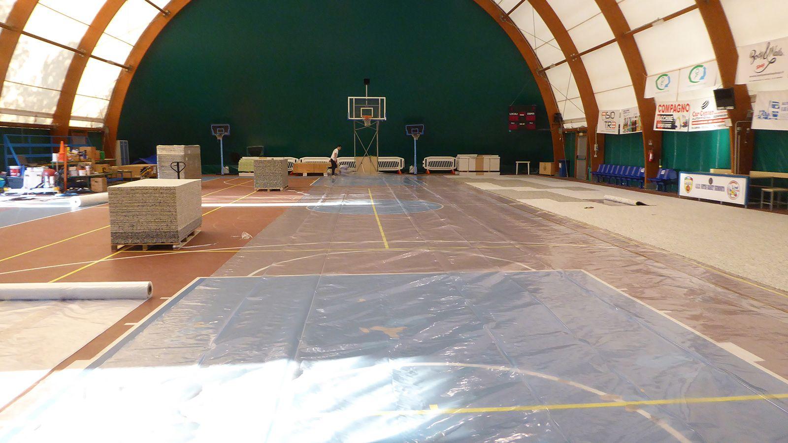 Tensostruttura con nuovo parquet sportivo omologato FIBA