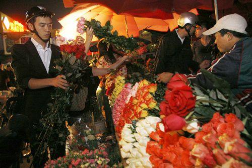 Flowers Market In Ha Noi Flower Market Flower Service Different Kinds Of Flowers