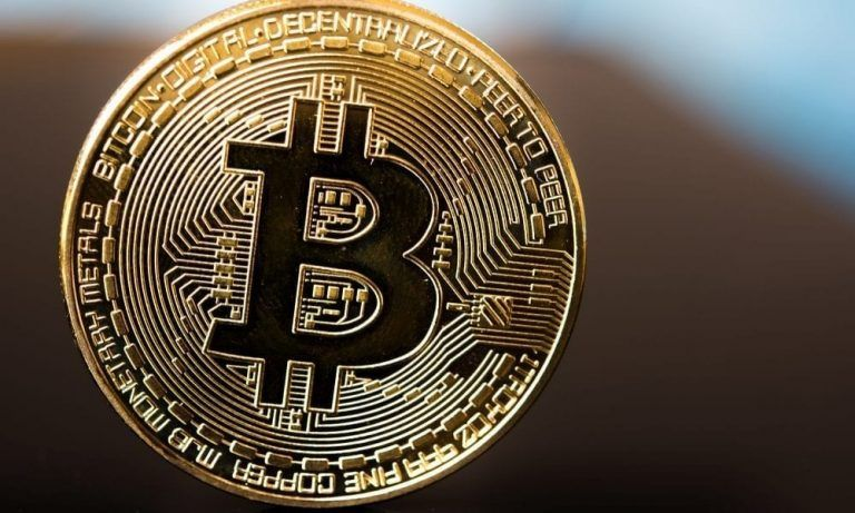 A început să investească în Bitcoin la 16 ani, iar acum este milionar în dolari