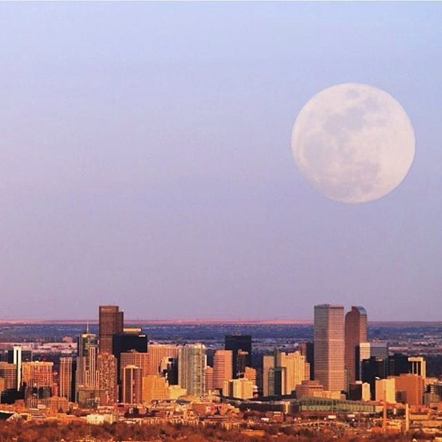 Full moon over Denver. Cool pic by @thetrevman.